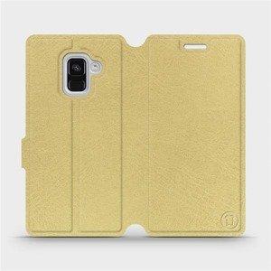 Parádní flip pouzdro Mobiwear na mobil Samsung Galaxy A8 2018 v provedení C_GOP Gold&Orange s oranžovým vnitřkem